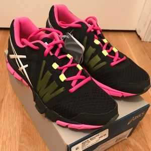 Asics America sports shoes